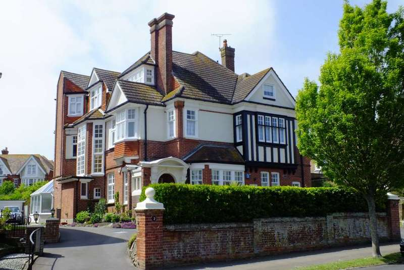 4 Bedrooms Flat for sale in Chesterfield Road, Eastbourne