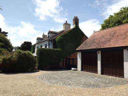 6 Bedrooms Detached House for sale in Christchurch