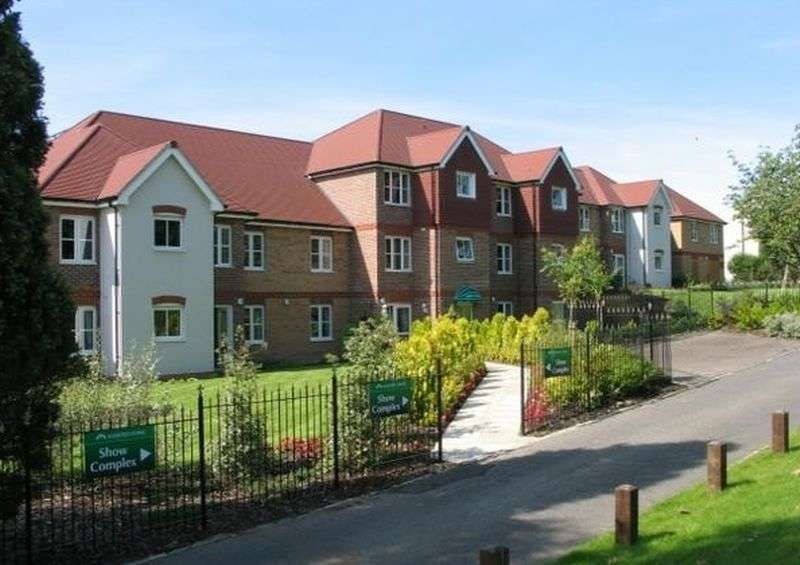 1 Bedroom Flat for sale in St Rumbolds Court Buckingham Road, Brackley: NO CHAIN one bed second floor Assisted Living retirement apatment