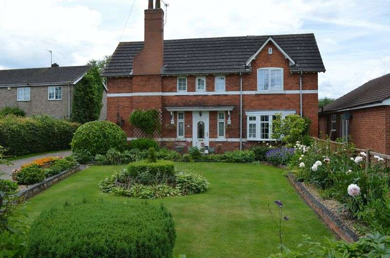 4 Bedrooms Detached House for sale in High Street, SAXILBY