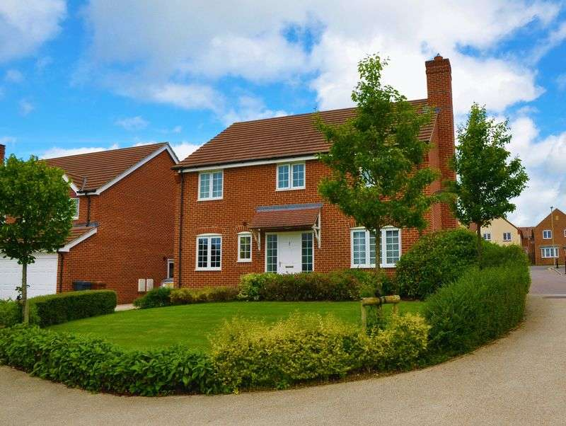 4 Bedrooms Detached House for sale in Jacob Close, Andover