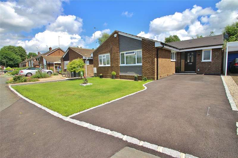 2 Bedrooms Detached Bungalow for sale in Whopshott Avenue, Horsell, Surrey, GU21
