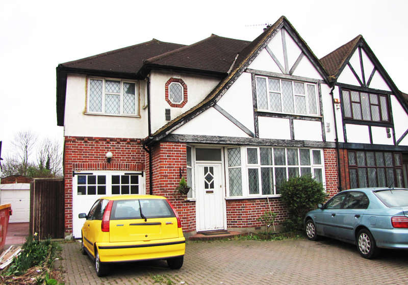 4 Bedrooms Semi Detached House for sale in Malden Way, New Malden