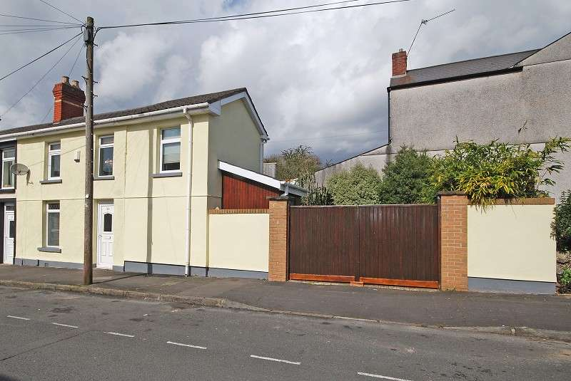 3 Bedrooms End Of Terrace House for sale in Crown Street, Newport, South Wales. NP19 8FU