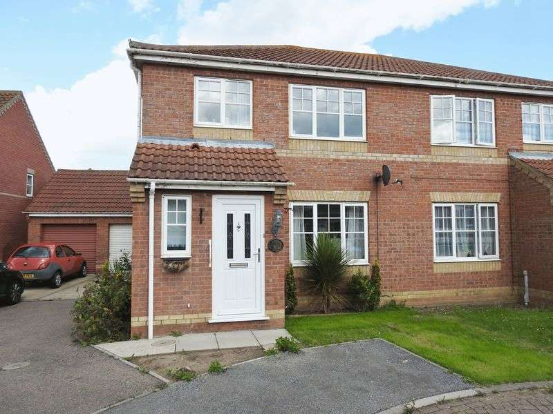 3 Bedrooms Semi Detached House for sale in Rio Close, Lowestoft