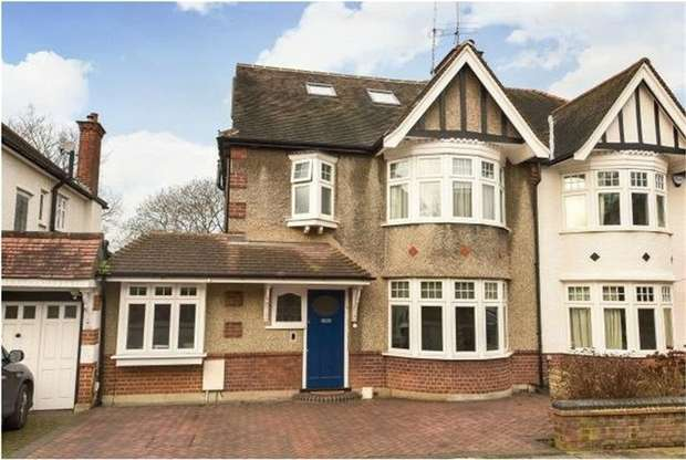 4 Bedrooms Semi Detached House for sale in Lyndhurst Gardens, Finchley, N3
