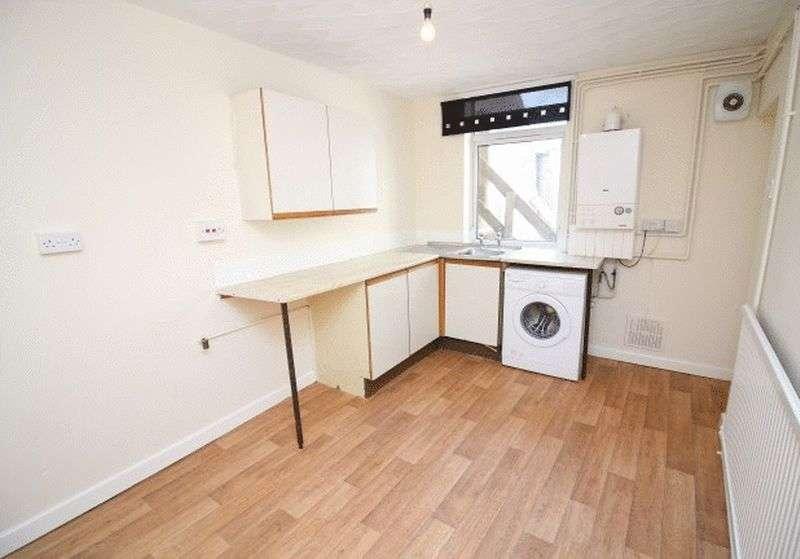 2 Bedrooms Flat for sale in Coedpenmaen Road, Trallwn, Pontypridd, CF37 4LR
