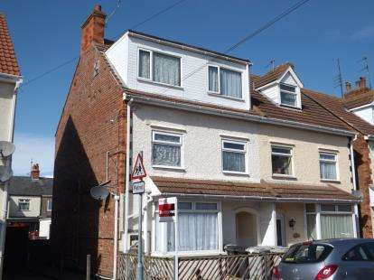 6 Bedrooms Semi Detached House for sale in Vernon Road, Skegness, Lincolnshire