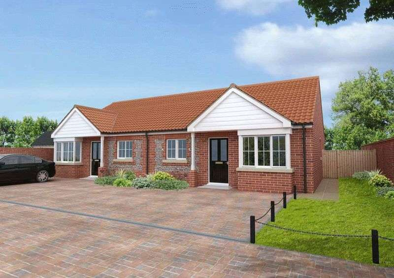 2 Bedrooms Semi Detached Bungalow for sale in Hopton-on-Sea