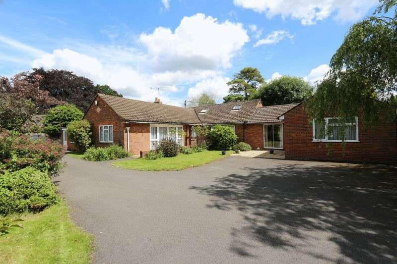 5 Bedrooms Detached House for sale in Bradenham Woods Lane, High Wycombe