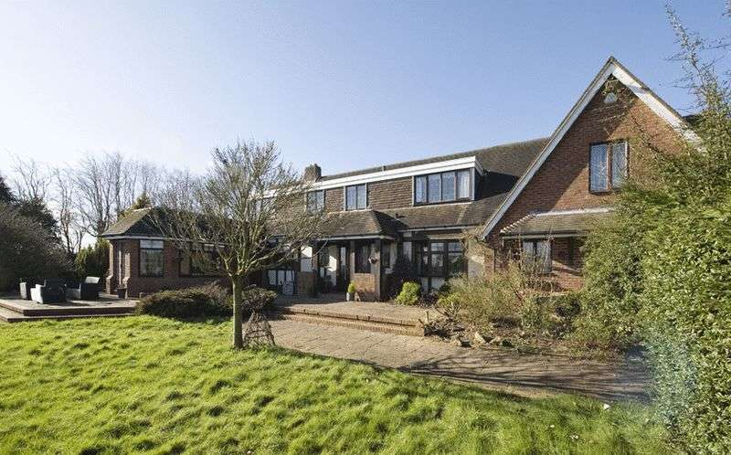 5 Bedrooms Detached House for sale in The Farthings, Holy Cross Lane, Belbroughton