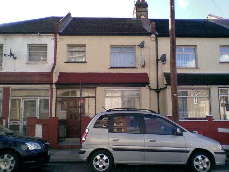 3 Bedrooms Terraced House for sale in Wall End Road, East Ham, London, E6