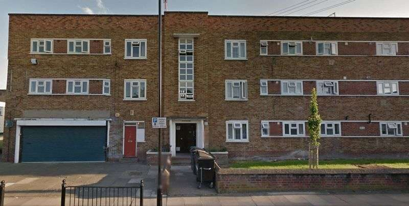 3 Bedrooms Flat for sale in Scales Road, N15 5AA