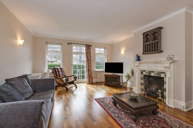 4 Bedrooms Flat for sale in Cholmley Gardens, Fortune Green Road