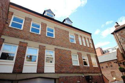 2 Bedrooms Flat for sale in Pecketts Loft, Lady Pecketts Yard, York