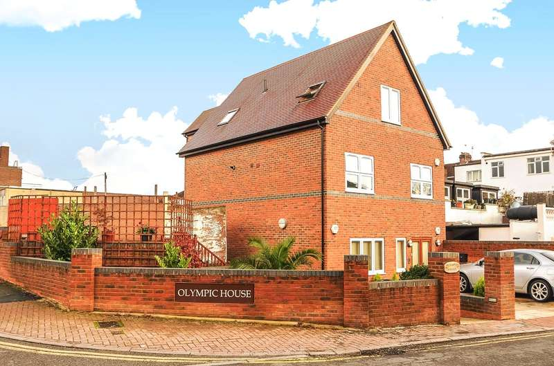 2 Bedrooms Apartment Flat for sale in Woodridings Close, Pinner, Hatch End, HA5