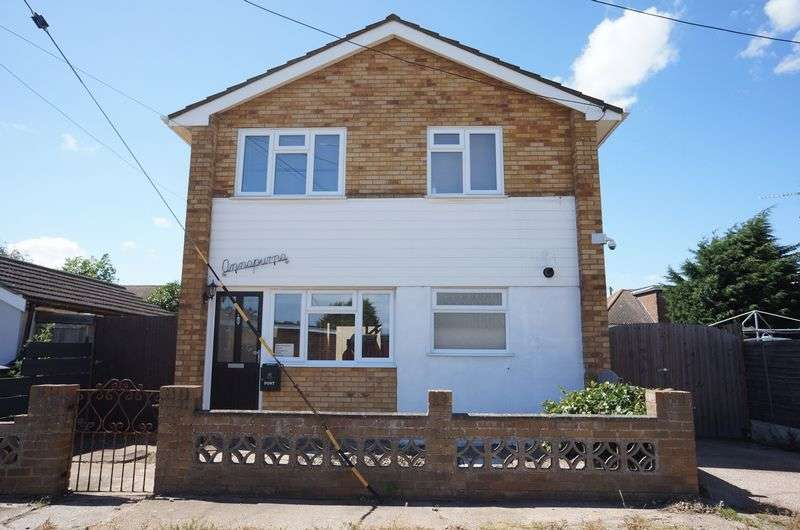 3 Bedrooms Detached House for sale in Essex Road, Canvey Island