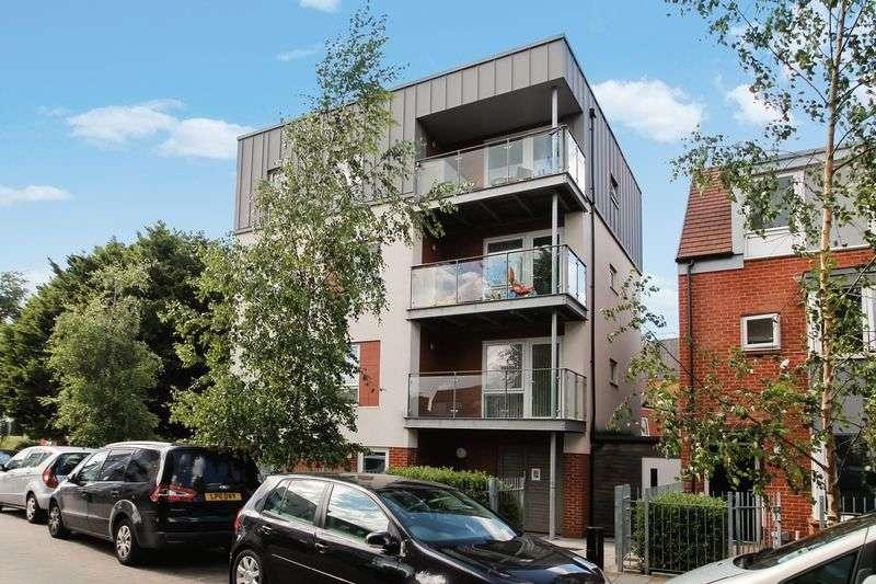 2 Bedrooms Flat for sale in Juniper Close, Harrow