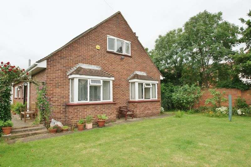 3 Bedrooms Detached Bungalow for sale in High Street, Aveley