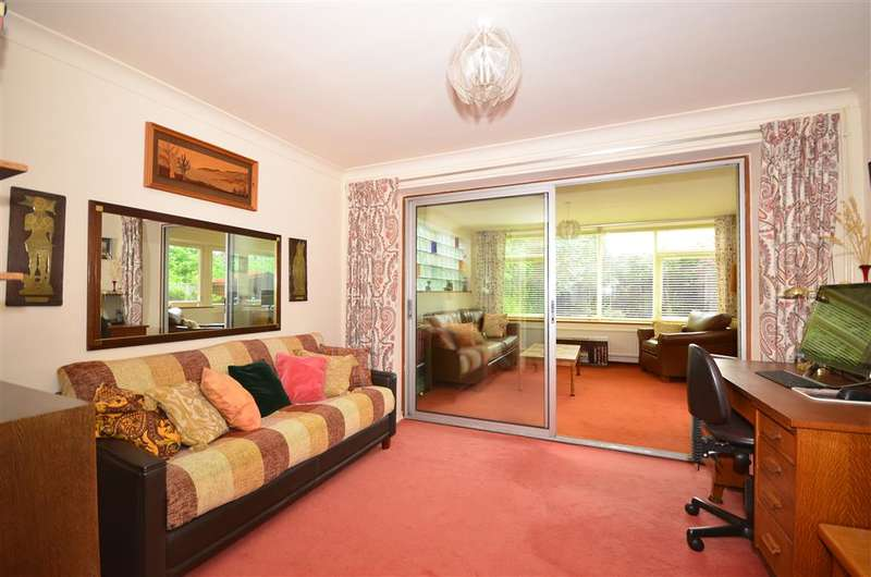 3 Bedrooms Detached House for sale in Great Elms, Hadlow, Tonbridge, Kent