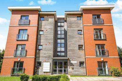 2 Bedrooms Flat for sale in Frappell Court, Central Way, Warrington, Cheshire