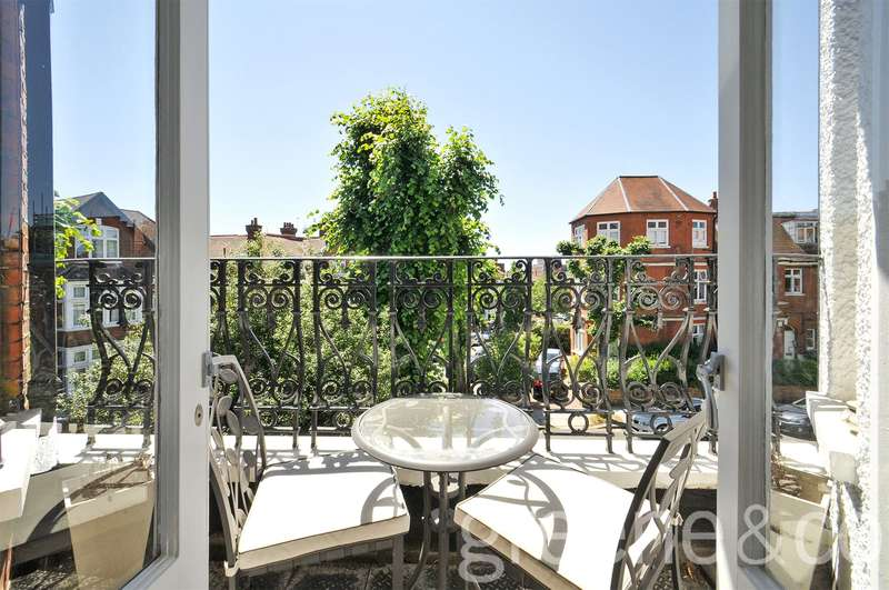 2 Bedrooms Flat for sale in Crediton Hill, West Hampstead, London, NW6