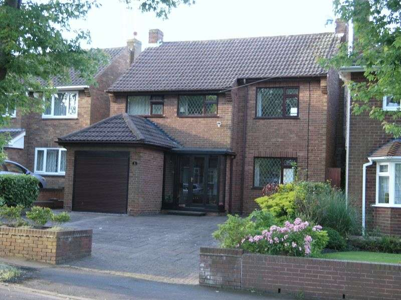 3 Bedrooms Detached House for sale in Vauxhall Gardens, Dudley