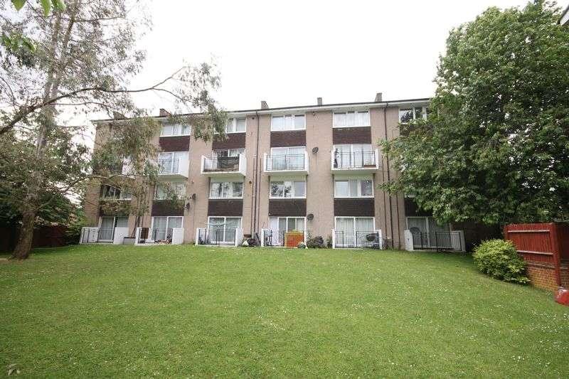 3 Bedrooms Flat for sale in Longwood Road, Hertford