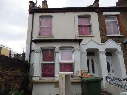 3 Bedrooms Terraced House for sale in Macaulay Road, East Ham