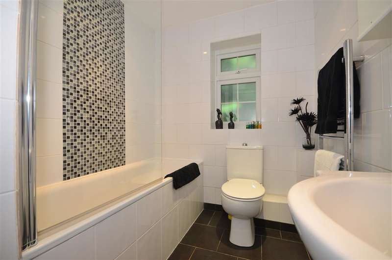 2 Bedrooms End Of Terrace House for sale in Jacklin Green, Woodford Green, Essex