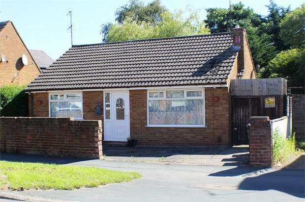 3 Bedrooms Detached Bungalow for sale in Capenhurst Lane, Whitby, Ellesmere Port, Cheshire