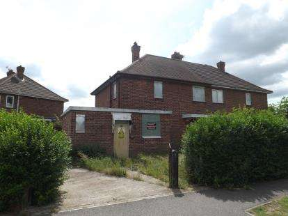 3 Bedrooms Semi Detached House for sale in De Lacey Avenue, Skegness, Lincolnshire