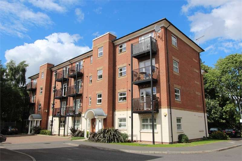 2 Bedrooms Flat for sale in Gilson Place, Coppetts Road, Muswell Hill, London