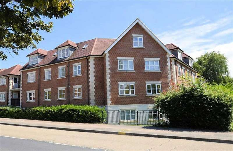 2 Bedrooms Flat for sale in Hubbard Court, Loughton