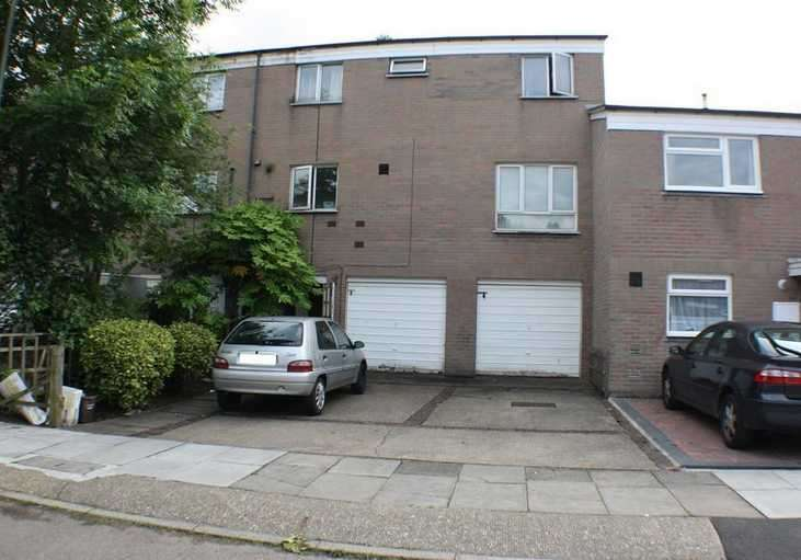 3 Bedrooms Terraced House for sale in Gaydon Lane, Colindale