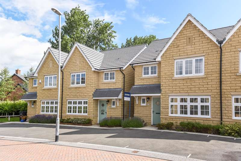 3 Bedrooms Semi Detached House for sale in Greenshaw Court, Guiseley, Leeds, LS20 9FB