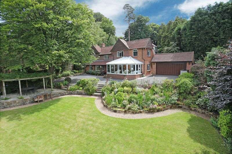 5 Bedrooms Detached House for sale in Fielden Lane, Crowborough, East Sussex