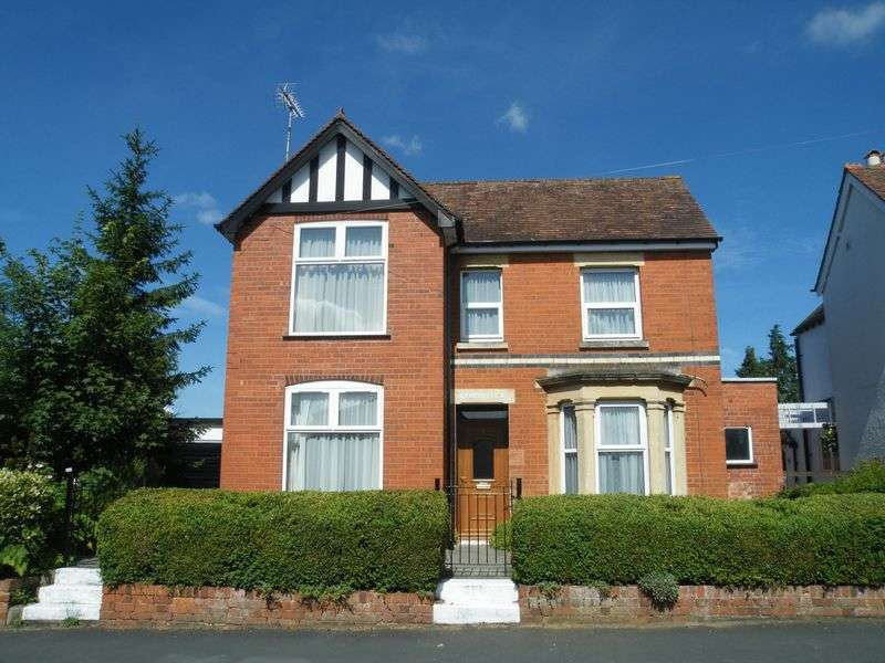 4 Bedrooms Detached House for sale in 1 Chosen Way, Hucclecote, Gloucester