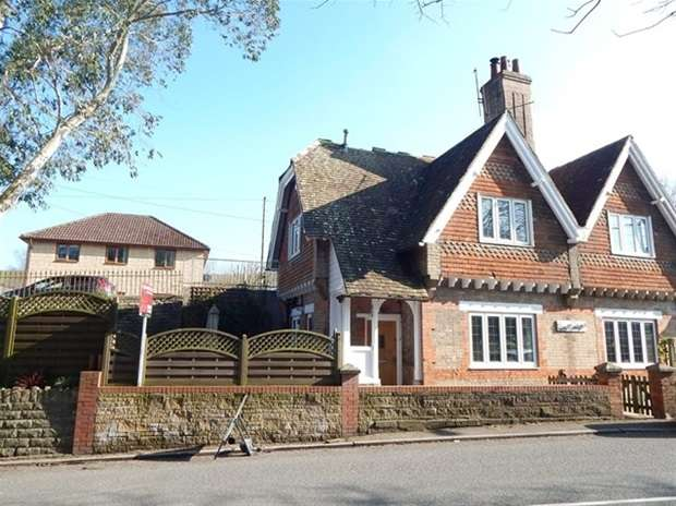 2 Bedrooms Semi Detached House for sale in Church Street, Castle Cary