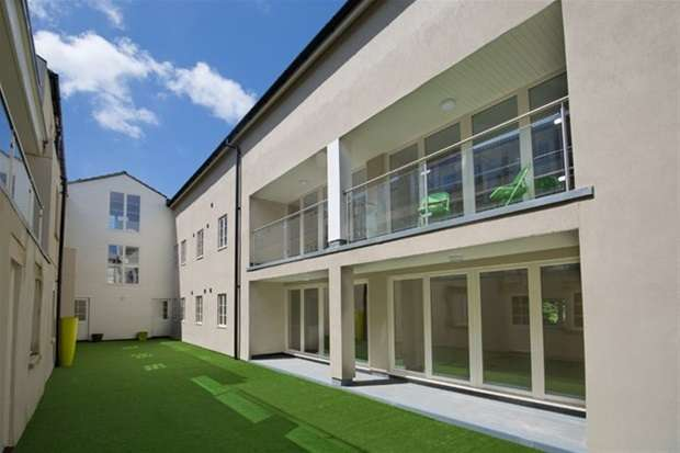 3 Bedrooms Flat for sale in Old Brewery Place, Oakhill, Nr Bath