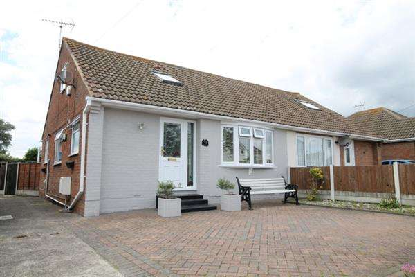 3 Bedrooms Chalet House for sale in Jubilee Avenue, Great Clacton