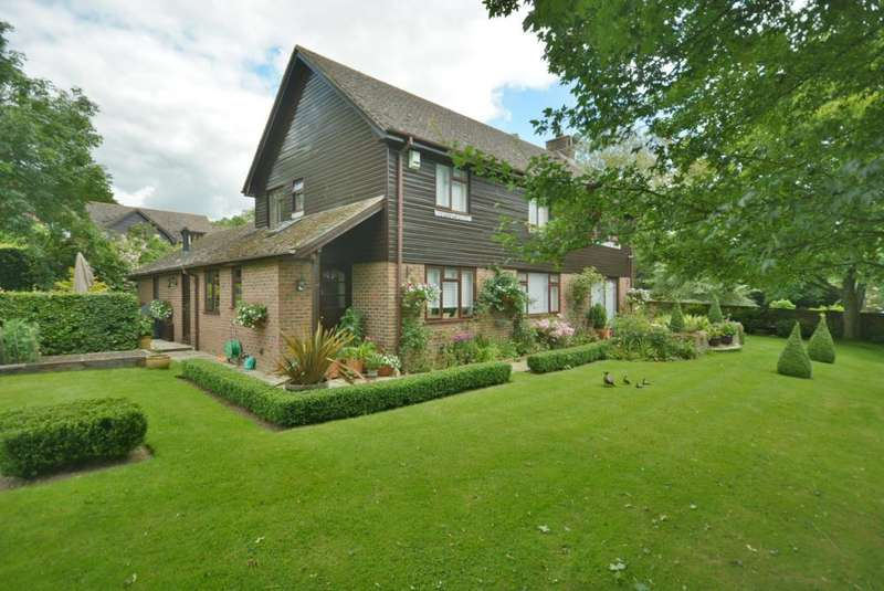 4 Bedrooms Detached House for sale in Gussage All Saints
