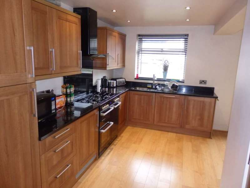 2 Bedrooms Semi Detached House for sale in Breightmet Drive, Bolton