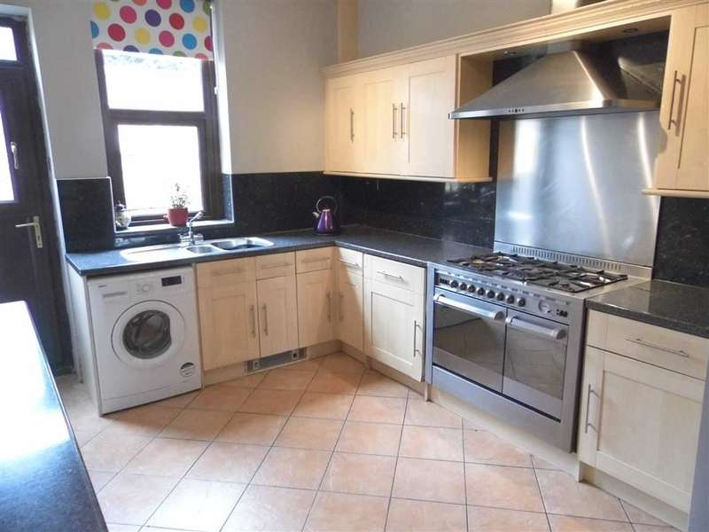3 Bedrooms Property for sale in 156, Somerset Road, Almondbury, Huddersfield
