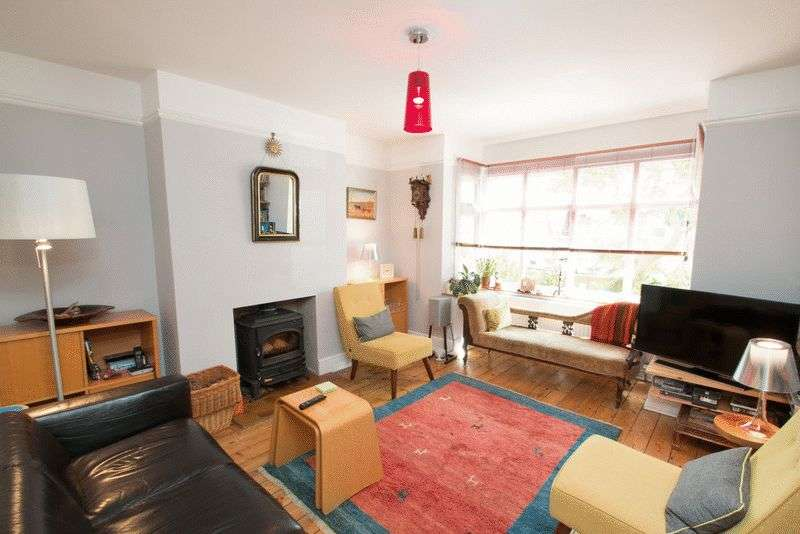 4 Bedrooms Detached House for sale in Kingsham Avenue, Chichester