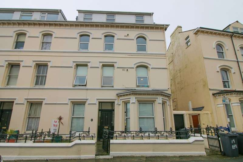 3 Bedrooms Flat for sale in Flat 3, 17 Demesne Road, Douglas, IM1 3EB