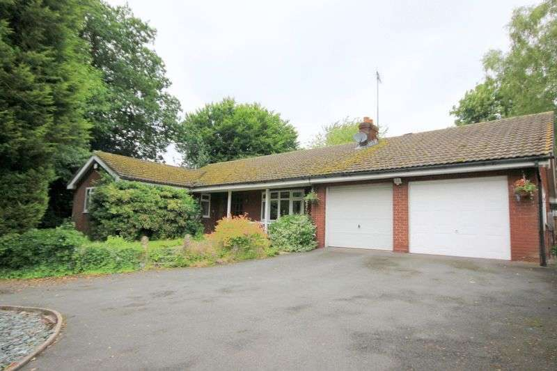 3 Bedrooms Detached Bungalow for sale in Vicarage Lane, Barlaston