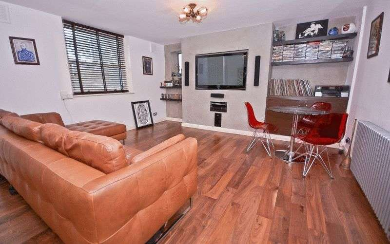 3 Bedrooms Flat for sale in Fiveways Road, London
