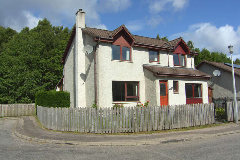 5 Bedrooms Detached House for sale in Morlich Place, Aviemore, PH22 1TH