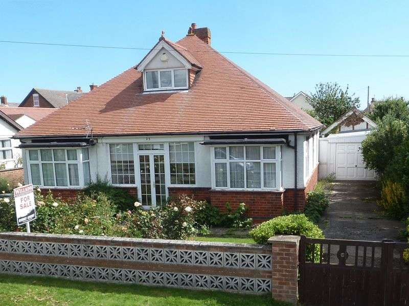 2 Bedrooms Detached Bungalow for sale in Park Road, Sutton On Sea